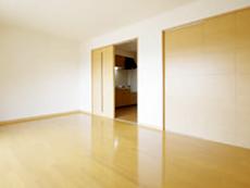 バリアフリー仕様の居室には収納もあって便利