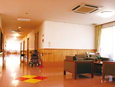 ゆとりある廊下や共有スペース