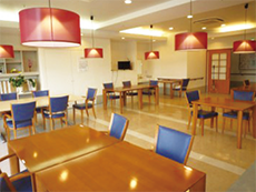 明るくて開放的な食堂
