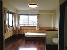 バリアフリー設計の居室(ベッドは別)