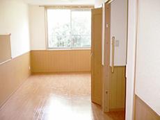 明るく清潔感あるれる居室