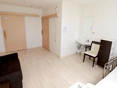 全個室(18m²)に車椅子対応トイレと洗面台を完備