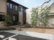 日本庭園を模した雰囲気ある中庭も